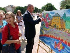 У День захисту дітей на Театральному майдані малеча малювала «Тернопіль» (фото), фото-1