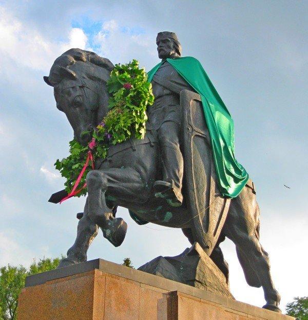 Данила Галицького одягнули в зелену мантію (ФОТО), фото-3