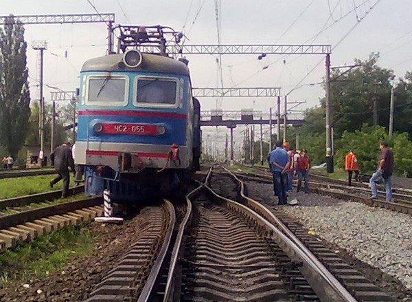 В Горловке пассажирский поезд сошёл с рельс, фото-2
