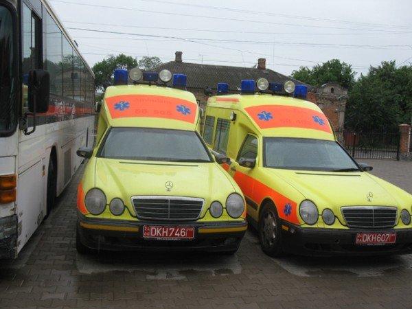 Благодійники із Швеції передали Бердичівській міській лікарні два автомобіля, фото-1