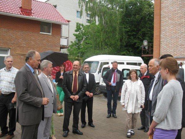 Благодійники із Швеції передали Бердичівській міській лікарні два автомобіля, фото-2
