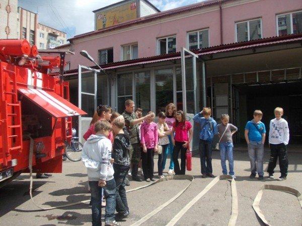 Артемовские школьники отметили День защиты детей под звук пожарной сирены, фото-1