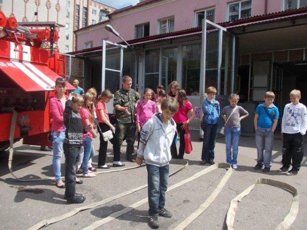 Артемовские школьники отметили День защиты детей под звук пожарной сирены, фото-2