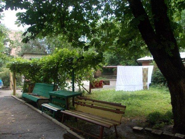 Территорию возле дома №138 по улице Петровского начали благоустраивать еще с 70-х годов прошлого века, фото-8