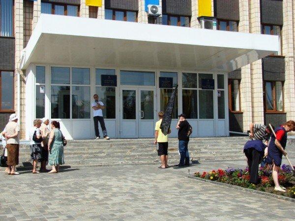 Под стенами Артемовского горсовета снова требовали снизить тарифы. На этот раз на воду, фото-2
