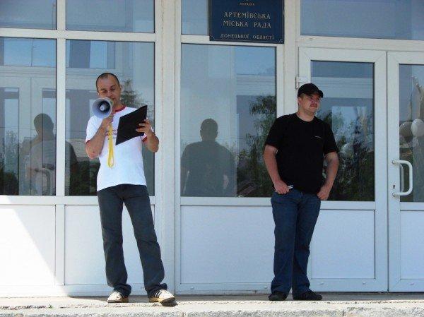 Под стенами Артемовского горсовета снова требовали снизить тарифы. На этот раз на воду, фото-3