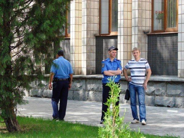 Под стенами Артемовского горсовета снова требовали снизить тарифы. На этот раз на воду, фото-5