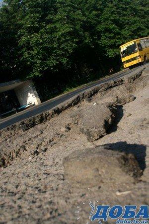 Дорожнє покриття тернопільських вулиць не витримало злив (фото), фото-7