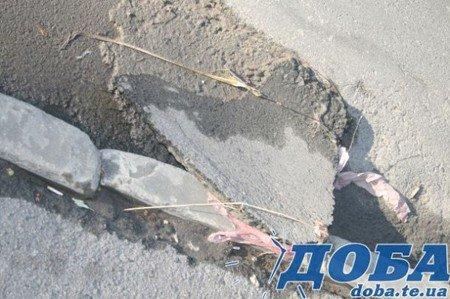 Дорожнє покриття тернопільських вулиць не витримало злив (фото), фото-1