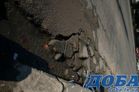 Дорожнє покриття тернопільських вулиць не витримало злив (фото), фото-2