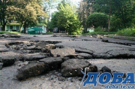 Дорожнє покриття тернопільських вулиць не витримало злив (фото), фото-3