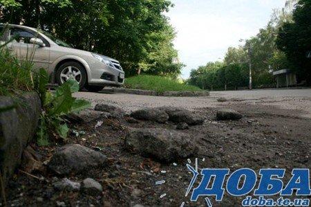 Дорожнє покриття тернопільських вулиць не витримало злив (фото), фото-6