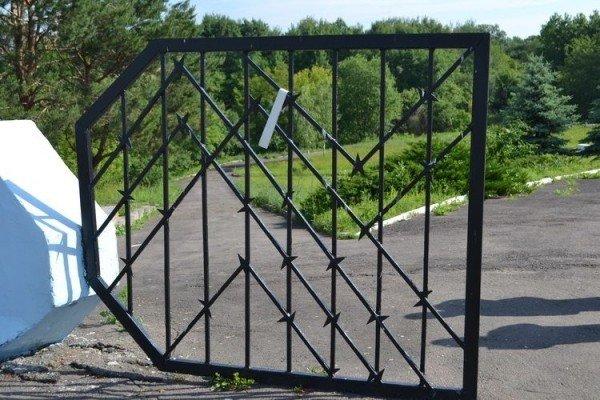 У Рівному вандали розгромили єврейське поховання (ФОТО), фото-2