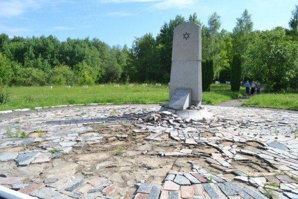 У Рівному вандали розгромили єврейське поховання (ФОТО), фото-4