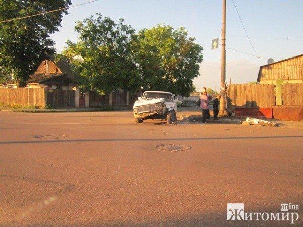 Вчора в Житомирі не розминулися дві автівки (ФОТО), фото-2