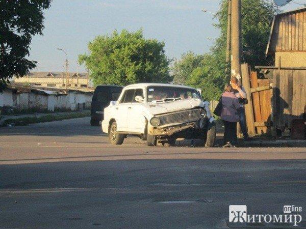 Вчора в Житомирі не розминулися дві автівки (ФОТО), фото-3