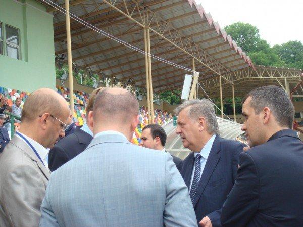 Відкриття фан-зони у Тернополі: напівпусті трибуни та закритий туалет (фото, відео), фото-6
