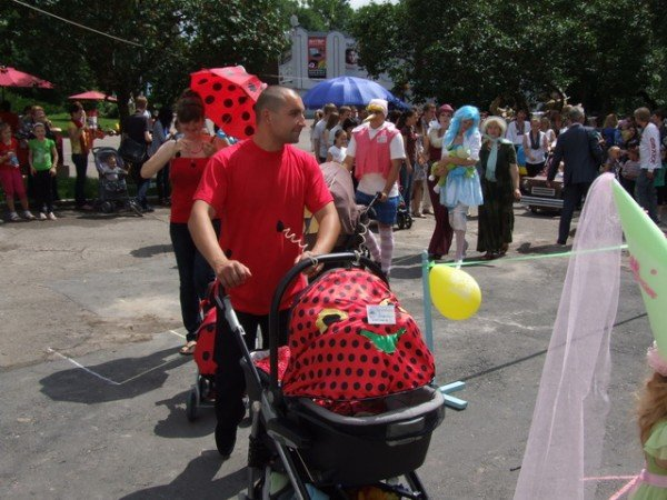 У Рівному відбувся перший парад дитячих візочків (ФОТО, ВІДЕО), фото-6