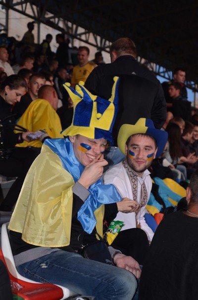 Як тернополяни вночі святкували перемогу збірної України (фото), фото-2