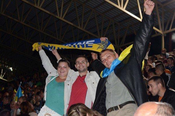 Як тернополяни вночі святкували перемогу збірної України (фото), фото-5