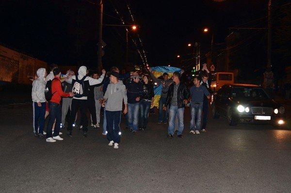 Як тернополяни вночі святкували перемогу збірної України (фото), фото-6