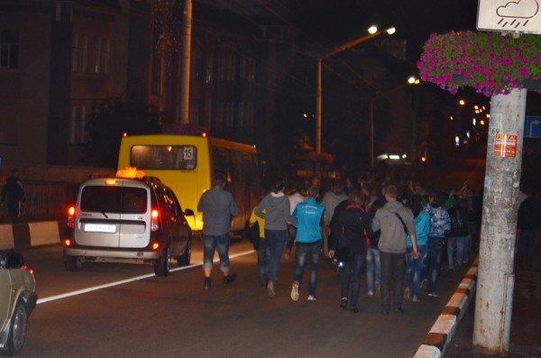 Як тернополяни вночі святкували перемогу збірної України (фото), фото-7