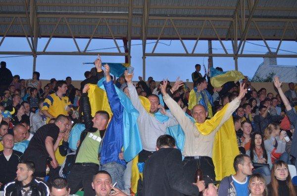 Як тернополяни вночі святкували перемогу збірної України (фото), фото-1