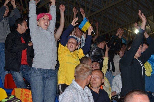 Як тернополяни вночі святкували перемогу збірної України (фото), фото-3