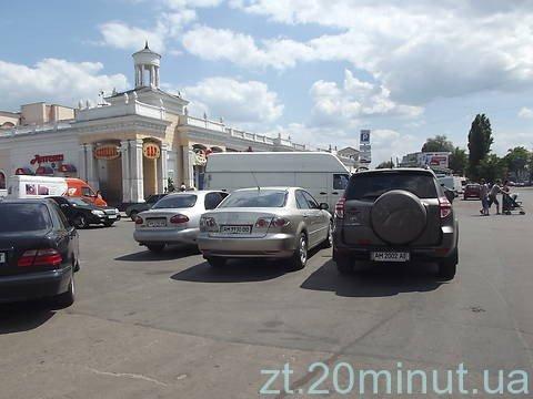 На безкоштовних житомирських парковках панує хаос (ФОТО), фото-1