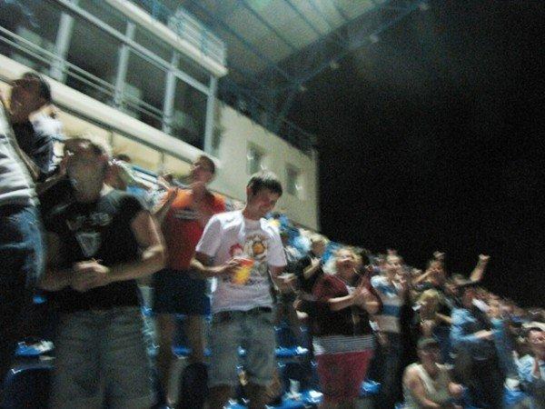Севастопольские фанаты Евро-2012 целовали экран телевизора, фото-1