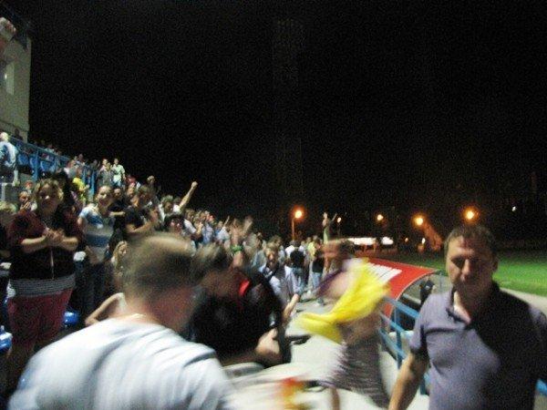 Севастопольские фанаты Евро-2012 целовали экран телевизора, фото-2