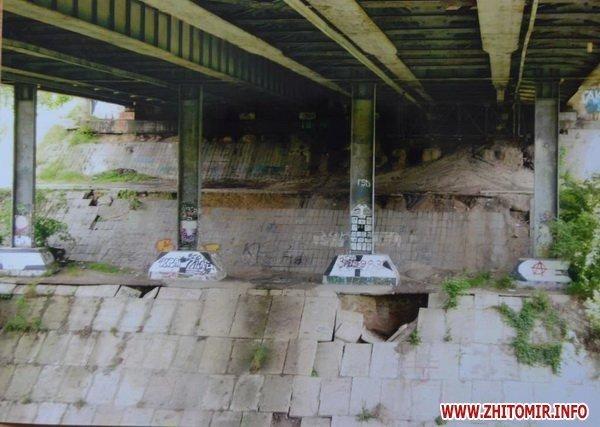 В Житомире провалился асфальт на мосту по проспекту Мира. Специальная комиссия выясняет причины (ФОТО), фото-1