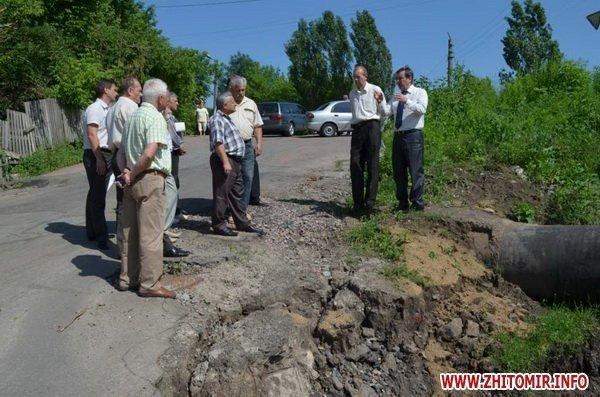 В Житомире провалился асфальт на мосту по проспекту Мира. Специальная комиссия выясняет причины (ФОТО), фото-3