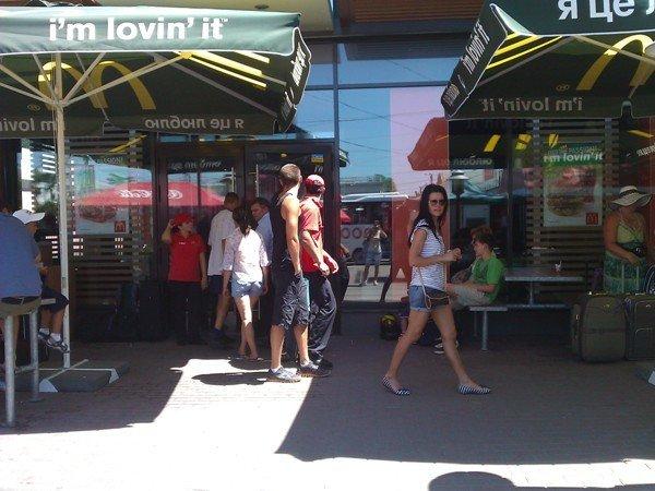 В Симферополе закрыли «МакДональдз». Горожане и отдыхающие негодуют (фото), фото-4