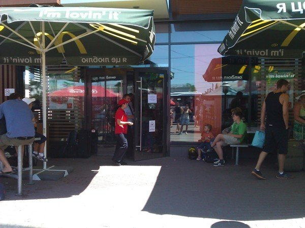 В Симферополе закрыли «МакДональдз». Горожане и отдыхающие негодуют (фото), фото-5