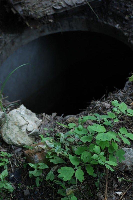 В Артемовске мужчина провалился в открытый люк и повредил ребра, фото-3