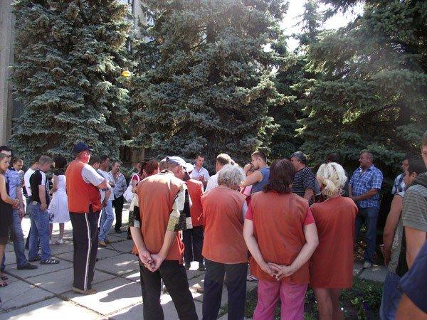 Под стенами городского совета работники КП «Простор» требовали зарплату за три месяца, фото-1
