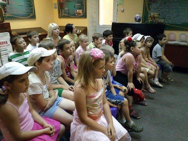 Дети занимались спортом… в горловском музее миниатюрной книги, фото-3
