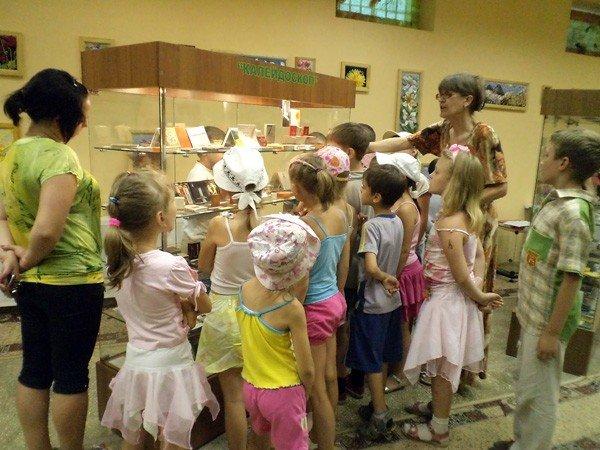 Дети занимались спортом… в горловском музее миниатюрной книги, фото-4