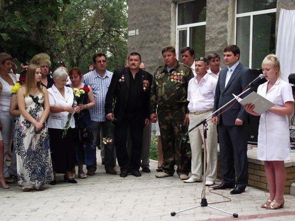 В честь медсестры, погибшей в Афганистане, в Горловке открыли мемориальную доску, фото-1