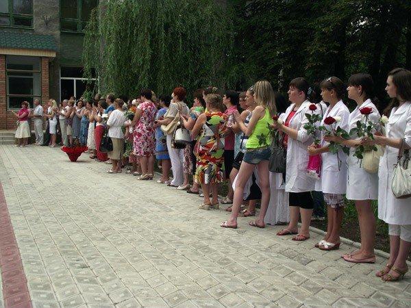 В честь медсестры, погибшей в Афганистане, в Горловке открыли мемориальную доску, фото-4
