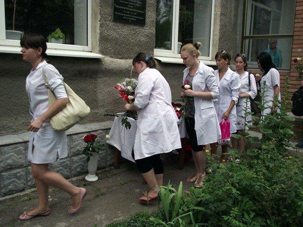 В честь медсестры, погибшей в Афганистане, в Горловке открыли мемориальную доску, фото-6