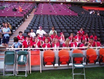 Юные футболисты из Горловки стали знаменосцами в матче Евро-2012 Англия-Франция, фото-2