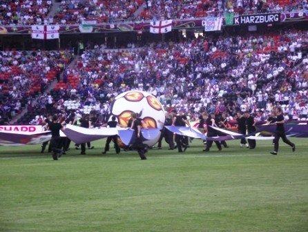 Юные футболисты из Горловки стали знаменосцами в матче Евро-2012 Англия-Франция, фото-3