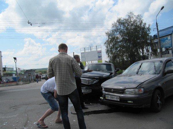 У Тернополі не змогли розминутись «Волга» та «Тойота» (фото), фото-1