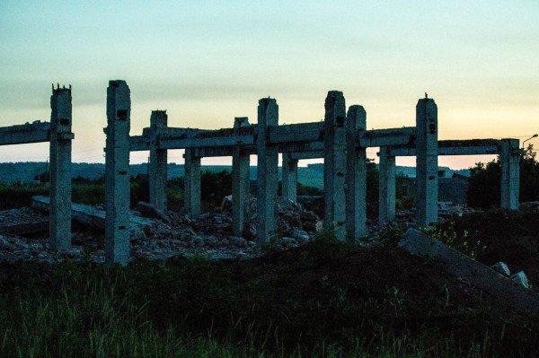 Артемовские «Помпеи»: руины роддома на фоне отремонтированной детской больницы, фото-2
