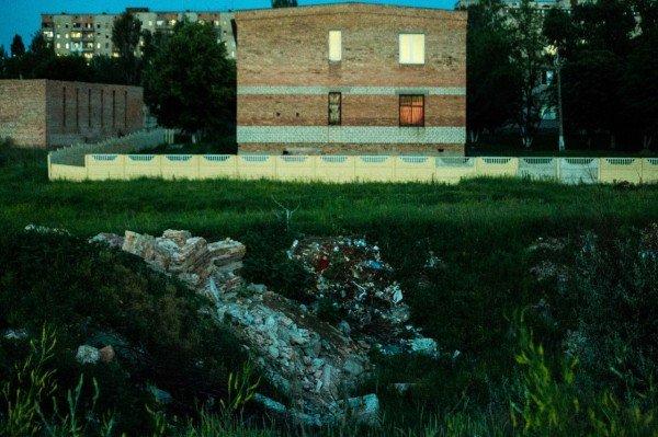 Артемовские «Помпеи»: руины роддома на фоне отремонтированной детской больницы, фото-3