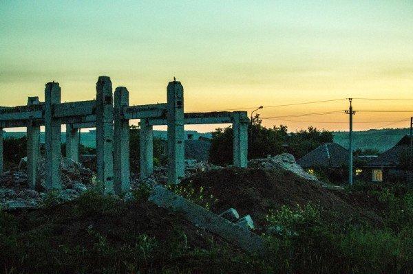 Артемовские «Помпеи»: руины роддома на фоне отремонтированной детской больницы, фото-1