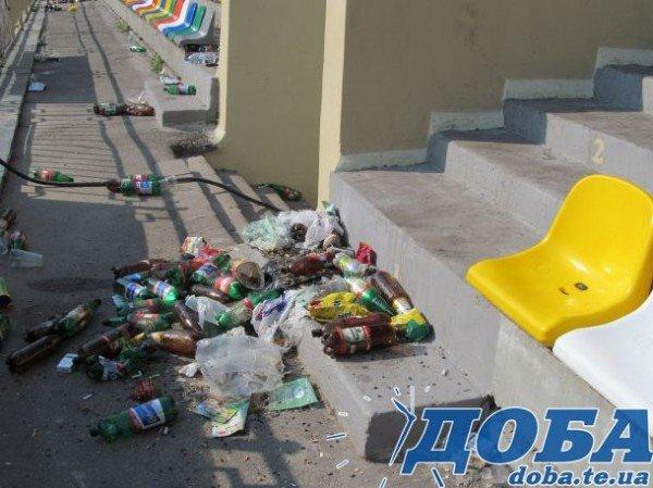 - Добре, що програли, вже не будуть так смітити, – прибиральник біля тернопільської фан-зони  (ФОТО), фото-2