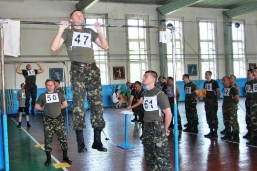 У Рівному військовослужбовці змагаються за першість з фізичної підготовки (ФОТО), фото-1